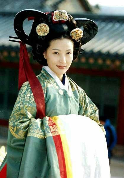 Ladies of the Palace  (Hangul: 여인천하) is a 2001 South Korean historical television series starring Jeon In-hwa and Kang Soo-yeon.  It aired on KBS2 for 150 episodes. Chung Nanjeong  was a Korean politician and philosopher. She was a concubine and became the 2nd wife of Yun Won-hyung, Prime minister and 13th King Myeongjong's uncle. 경빈박씨 도지원