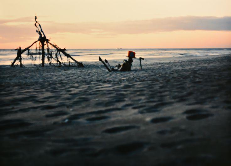 "Yury Ermolenko, ""AROUND & AROUND V"" (Land art project ""Baltic - Hel""), 2003, Hel Peninsula, Baltic Sea, Poland #YuryErmolenko #юрийермоленко #ЮрийЕрмоленко #yuryermolenko #юрiйєрмоленко #ЮрiйЄрмоленко #юрийермоленкохудожник #landart #balticsea #sea #sky #amazing #RapanStudio #photo #photography #metaphysics #metaphysical #philosophy #installation #лэндарт #инсталляция #art #contemporaryart #modernart #magic #texture #poland #hel #helpeninsula #artproject #artproject #лэндарт #творчество"