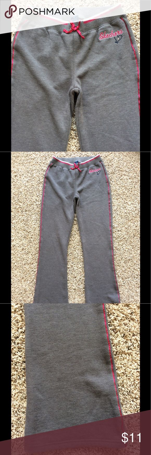 Girls Skechers Fleece Boot Cut Sweats Gray with fuchsia piping down the legs. Elastic waistband. Non-functional bow on waistband. Approximately 31.5 inch inseam. Logo on front and back. Great condition. Skechers Bottoms Sweatpants & Joggers