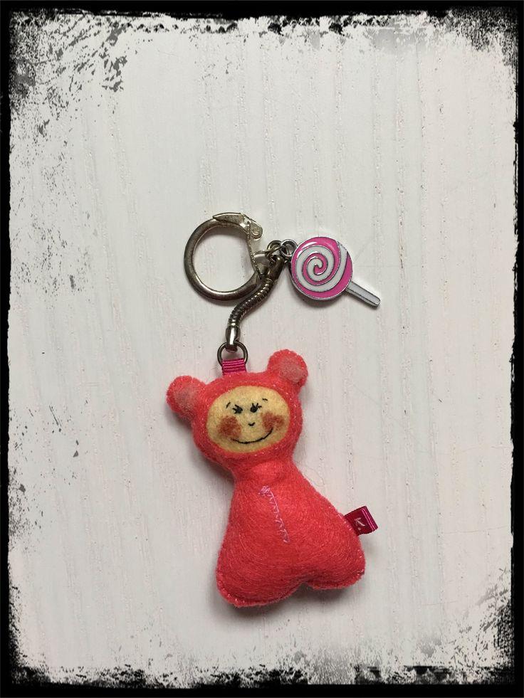 filcowy breloczek z różowym stworkiem / felt pink buddy keychain