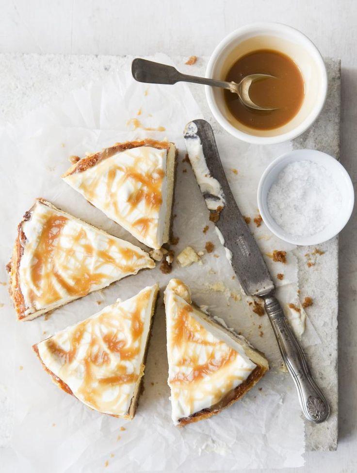 Salted caramel cheesecake | Koti ja keittiö // English translation: http://translate.google.com/translate?sl=fi&tl=en&js=n&prev=_t&hl=en&ie=UTF-8&u=http%3A%2F%2Fwww.kotijakeittio.fi%2Fruoka-ja-juhla%2Freseptit%2Fsuolaiset-leivonnaiset%2Fsuolainen-kinuski-juustokakku&act=url
