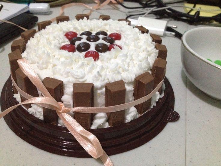 Vanilla Kit Kat Cake
