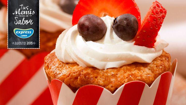 Mini Cakes de granola con fruta y crema