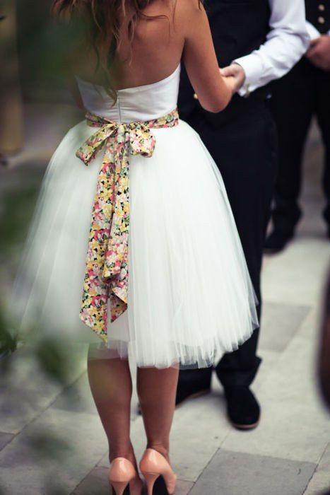 Chic et sobre : une ceinture liberty sur la robe blanche de la mariée !