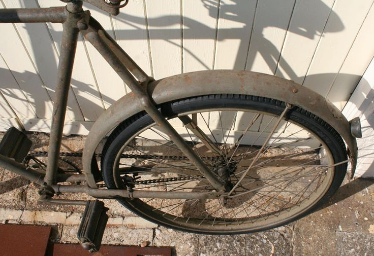 1940s Phillips Mk.V* Military Roadster 24″ frame 26″ wheels 26 x 1 1/2 tyres   Phillips Cycle Co Ltd was one of the cycle manufacturers that made bicycles to the government …