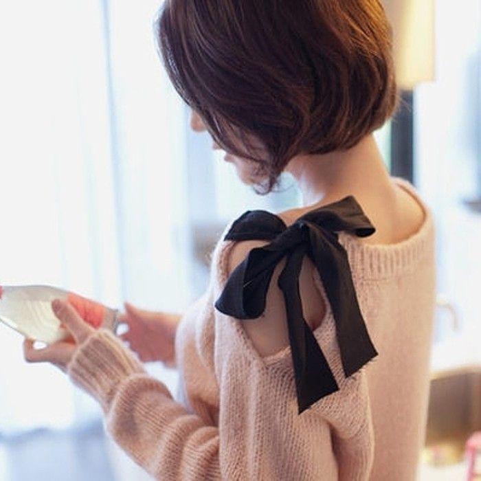 粉嫩侧肩蝴蝶结毛衣