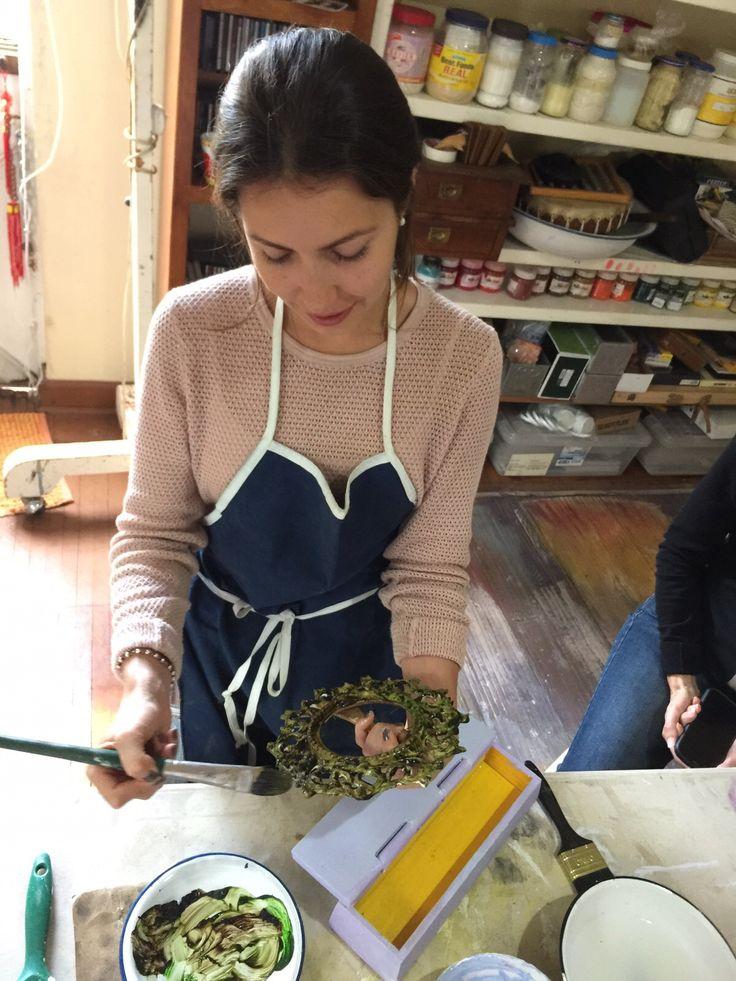 Durante las clases de los Martes en el grupo de pintura #VINTAGE para muebles by BERKANA Shop.
