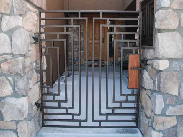 Gate commission in Montana, timeless style steel gate inspired by Frank Lloyd Wright