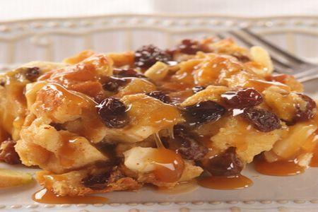 Un desert gustos pentru o zi la serviciu poate fi reteta de budinca cu mere si stafide. Aveti nevoie de urmatoarele ingrediente: