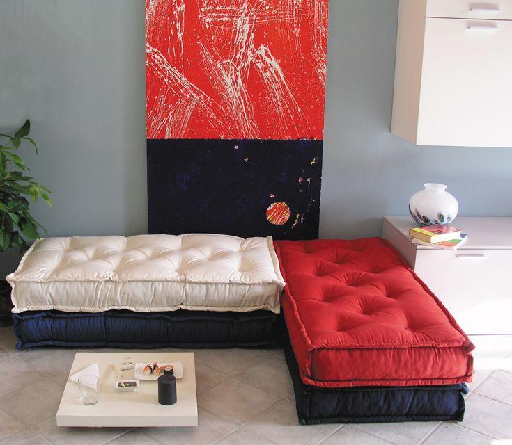 green pallet divano tabouret ecologico cotone riciclato colori bianco nero e rosso