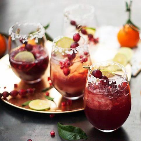 Cocktail festif canneberges et mousseux