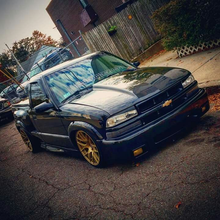 Modern take on a chevy s10.  Looks awesome!