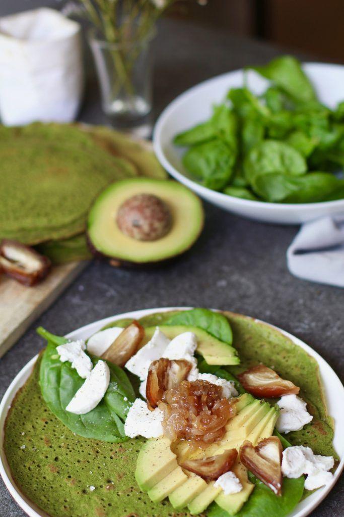 Spinatpfannkuchen mit Ziegenkäse und Honigschalotte, kohlenhydratarmes Mittagessen, …   – vegan