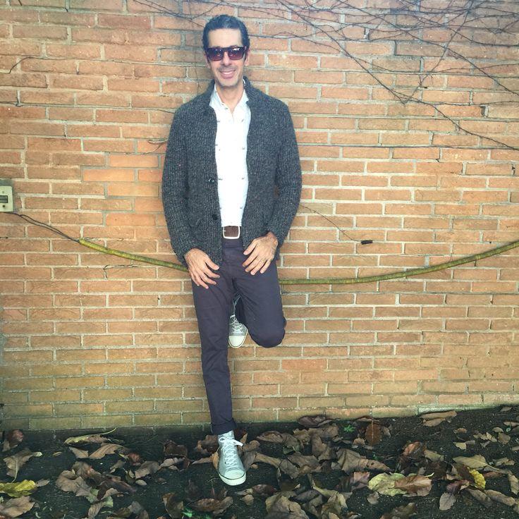 Look do dia, look masculino, tenis cano alto Paul Smith, camisa estampada Osklen, pulsieras.