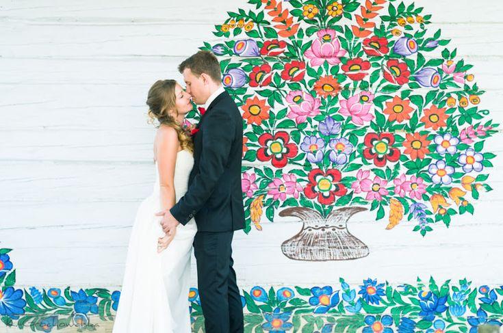 Folk wedding photos in Zalipie // Plener ślubny w Zalipiu