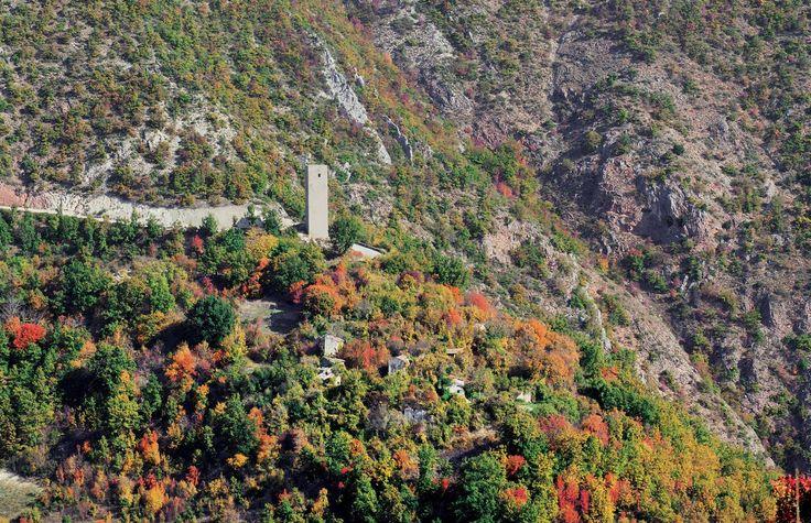 La torre di avvistamento di Collegiacone realizzata a controllo della valle del Corno.