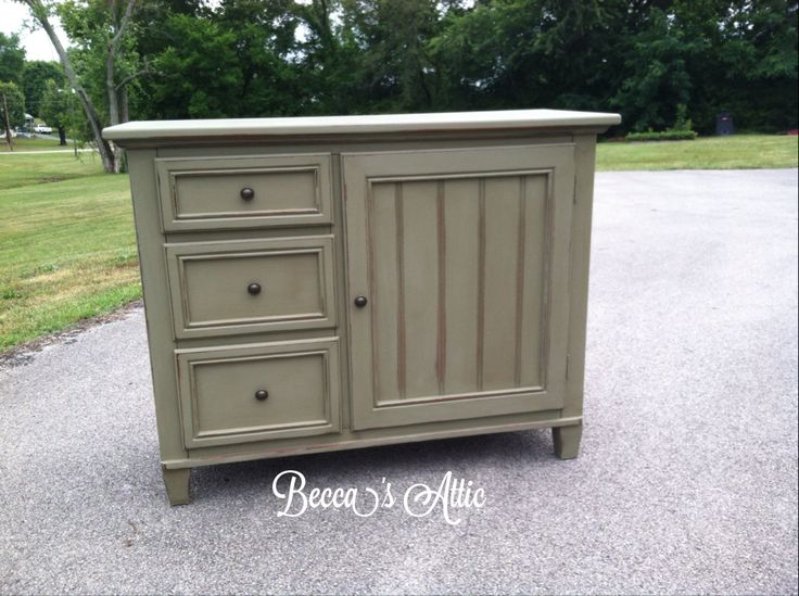 $275... Lovely Buffet/entryway Piece Hand Painted In Sage
