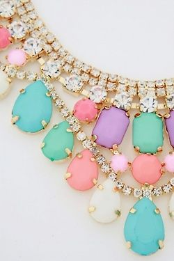 Not a fan of gold or statement necklaces, but this is so cute for spring!