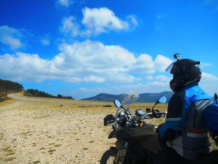Subida al pico de San Lorenzo #viventrelineas #motos #motorbike #rutasenmoto #Soria #CastillayLeon