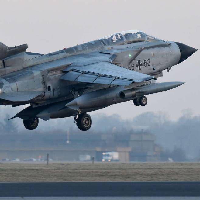 Vom Fliegerhorst Jagel (Schleswig-Holstein) startete am Morgen einer von zwei Tornado-Aufklärungsjets zum Einsatz gegen die Terrormiliz ISIS