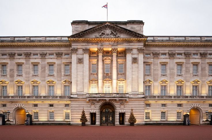 Man arrested at Buckingham Palace http://www.cumbriacrack.com/wp-content/uploads/2014/06/buckingham-palace.jpg A man has been arrested following a security breach at Buckingham Palace.    http://www.cumbriacrack.com/2016/05/19/man-arrested-buckingham-palace/