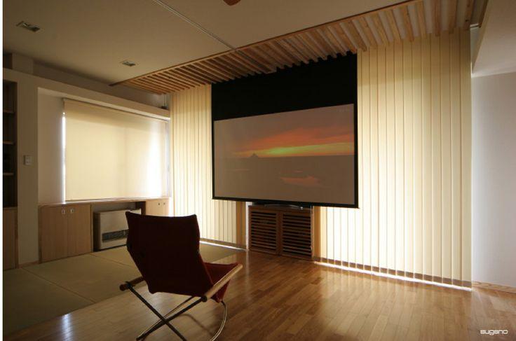 リビングのブラインドを閉じ、スクリーンを降ろせば・・・シアタールームに早変わり!#和風住宅 #ldk #趣味の部屋 #家づくり #住宅 #シアタールーム #設計事務所 #菅野企画設計