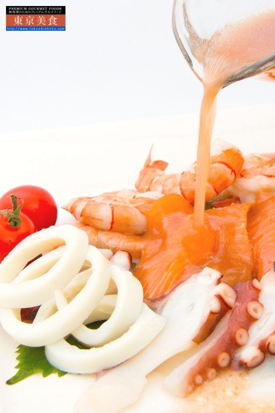 相性抜群 こだわりの万能「梅ソース」|最高級ブランド「南高梅」の果肉をふんだんに使用したベースに独自の調味料で仕上げた体に優しいノンオイルの梅調味料です。食卓にさっぱり爽やか、健康と美味しさで食卓を彩ります。レタスやキャベツ、キューリの千切り、ダイコンサラダのドレッシングとしてはもちろん、豚肉・鶏肉との相性が非常に良く豚しゃぶサラダのソースに、具タップリのぶっかけ素麺の掛けダレとして、梅茶漬けにもご使用いただけます。豚カツや串揚げのソースや豚・鶏鍋料理のつけダレとしてポン酢や胡麻だれとはひと味もふた味も違う鍋料理をお楽しみいただけます。梅ソース控えめで素材の美味しさをご堪能下さいませ。酸っぱさの苦手なお子様には、マヨネーズと併せて梅マヨとしてもお手軽にお使いいただけます。: