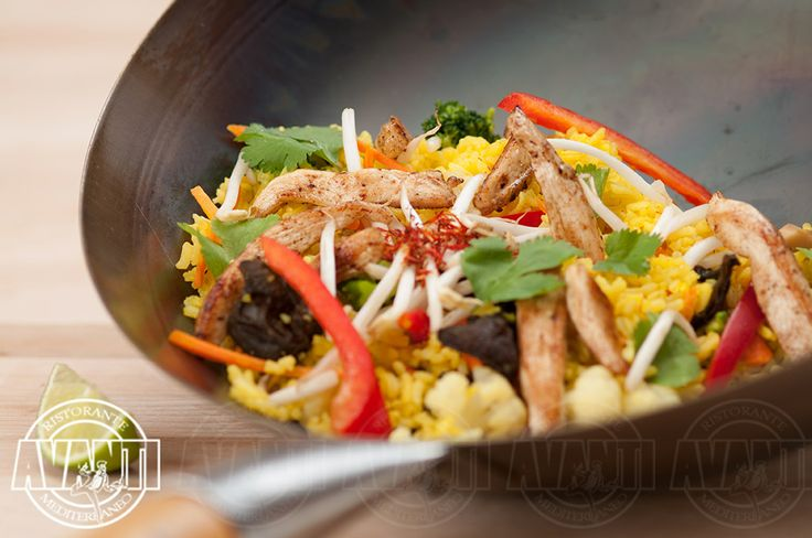 Fried jasmine rice with vegetables and chicken