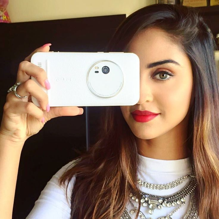 """krystledsouza: """"Got my hands on this incredibly stylish @AsusIndia. The 3x Optical Zoom and other real camera features make this smartphone a pocket DSLR. Check out this link below to know more about it http://ift.tt/23RB39S #Zoomography #zenfone #zoom"""""""
