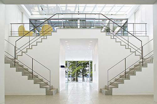 Best White Double Staircase Glass House Design Hamptons House House Design 400 x 300