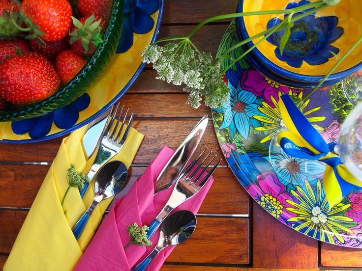 Bricka BLOMMIG färgglad 31cm - Ulrika Lavér