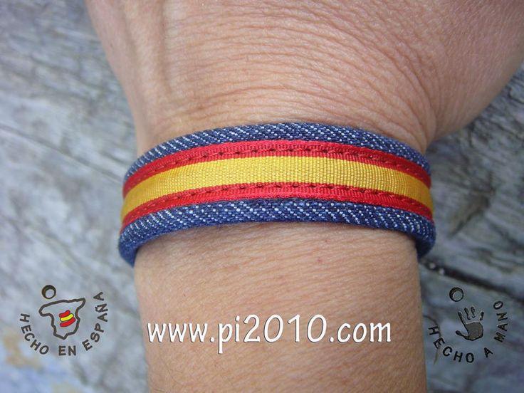 Pulsera tela vaquera con bandera http://www.pi2010.com/pulsera-bandera-españa/Pulsera-españa-tela-vaquera #pulserabanderadeEspaña #pulseraespañola #pulseraEspaña  Si te gusta, comparte
