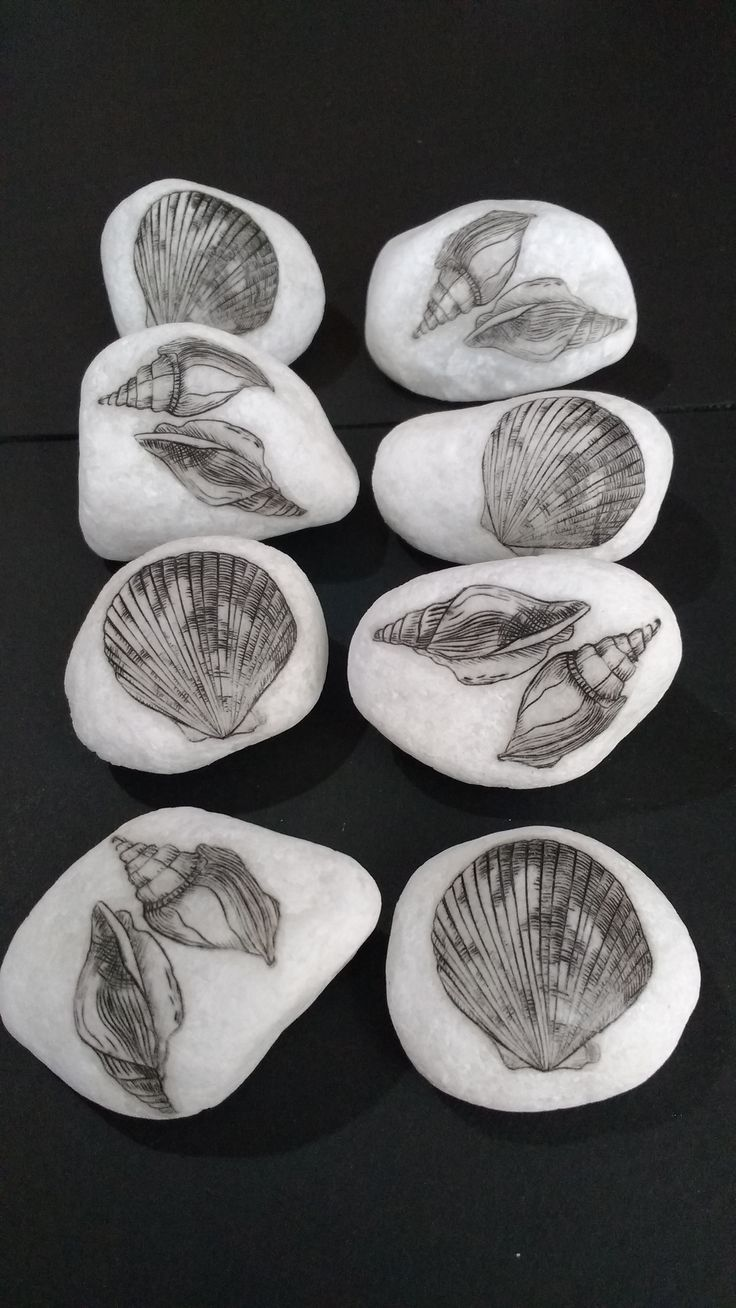 Etching on copper plate on stones. By Márcia Santtos