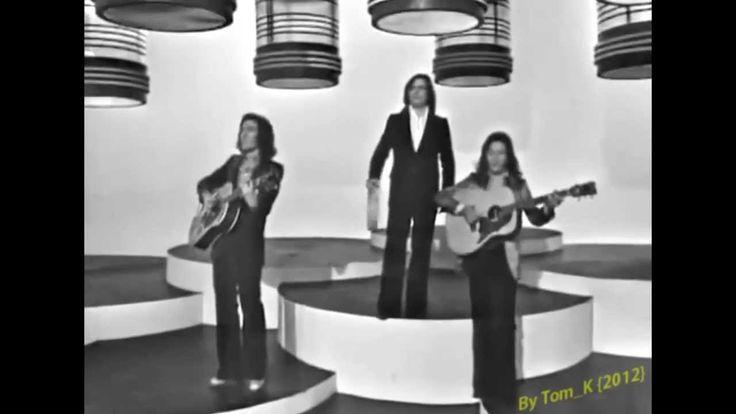 Maravillosos años 60 y 70 Juan y Junior - Andurriña Tony ronald - Dejare la llave en mi puerta Tom Jones - Delilah Basilio - Cisne cuello negro Cecilia - Dama, dama Christophe - Aline Demis Roussos - Someday somewhere Duo inamico - Esos ojitos negros Fith Dimension - Let the Sunshine in (Aquarius) Santabarbara - Charly Pablo Abraira - Gavilan o paloma Nino Bravo - Te Quiero, Te Quiero Mari Trini - Amores se van marchando