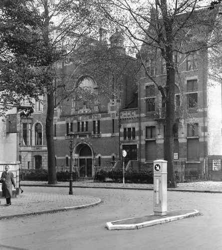 AMSTERDAM - Exterieur van de Vrijmetselaars loge in de Vondelstraat, gezien vanuit de Baarlestraat. 29 oktober 1943, Wo Oorlogsjaren. ANP PHOTO Co Zeylemaker