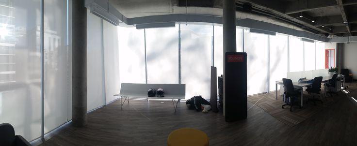 Cortinas para oficinas, controla cuando hay mucha luz, protección de rayos ultra violeta