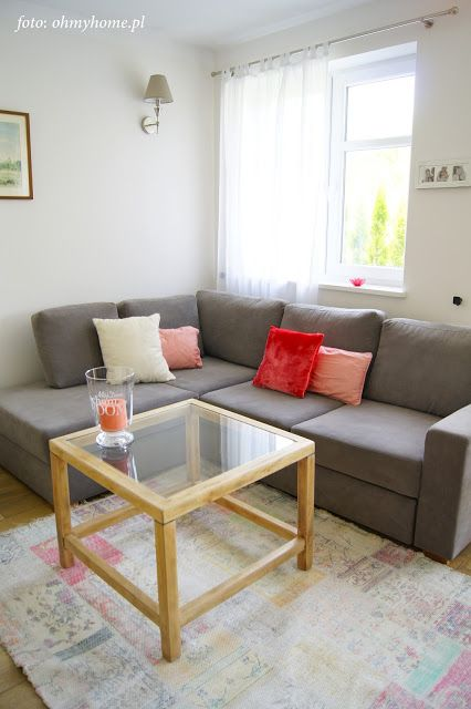 Livingroom with coral decorations http://ohmyhome.pl
