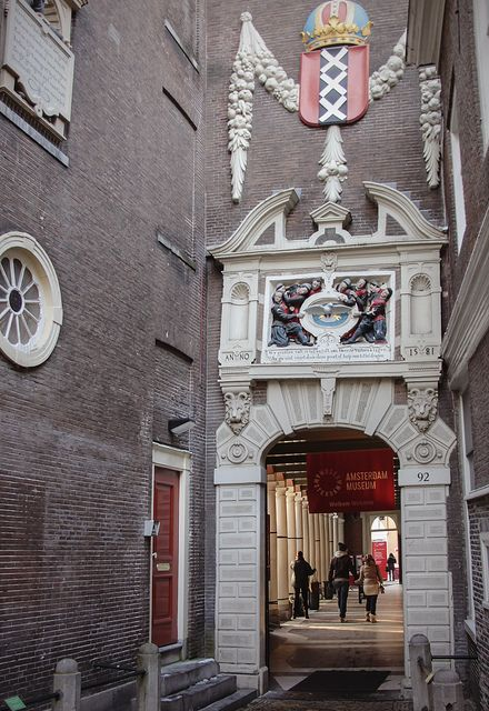Amsterdam Museum. That's the entrance, through that arch. A great little museum that shows the history of this fascinating city.