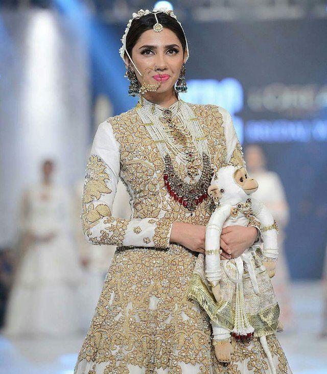 #MahiraKhan at #PFDC Loreal Bridal Week 2016