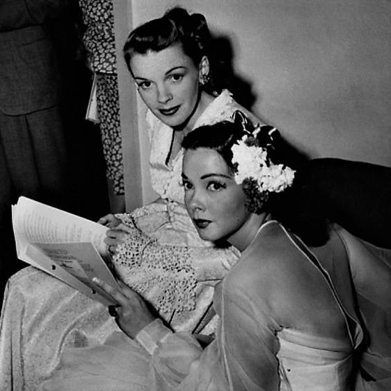 L for legends: Judy Garland & Kathryn Grayson