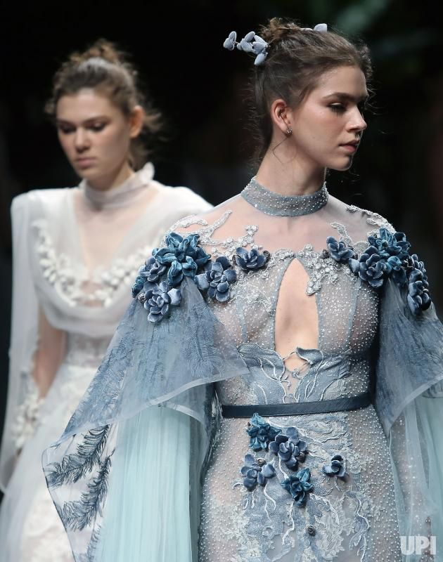 http://www.upi.com/Entertainment_News/Photos/In-photos-Yu-Aiping-show-at-China-Fashion-Week/fp/10990/?spt=rel_sp