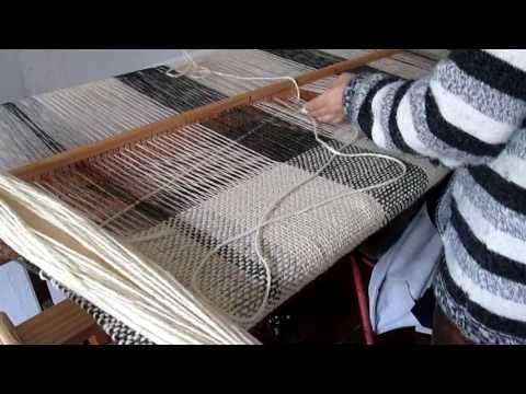 TELAR MARIA, Como hacer el ojal del poncho. - YouTube