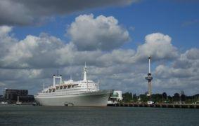 Trouwlocatie: SS- Rotterdam een heel bijzondere locatie, leuk in combinatie met een oude bus.