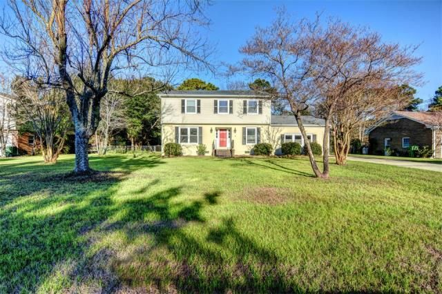 105 Bretonshire Road, Wilmington, NC 28405     MLS: 532129     Bedrooms: 4     Baths: 3     Partial Baths: 0     SQ FT: 2595     Lot Size: .45     Style: Traditional     Heat Source: Electric     Schools: New Hanover (Elementary School: College Park; Middle School: Noble; High School: New Hanover)