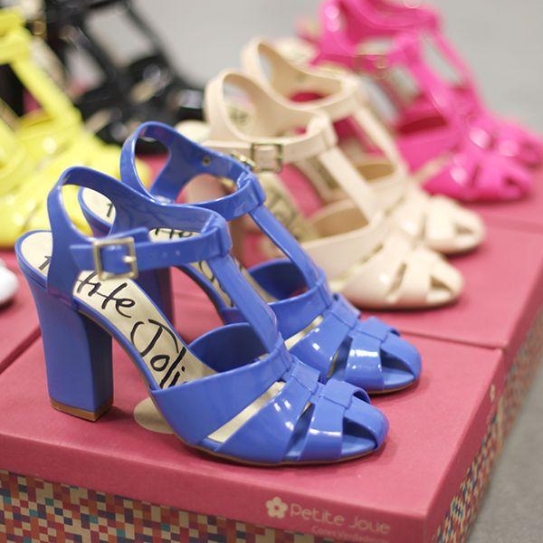Candy Belle: a sandália lover da temporada! Disponível em www.petitejolie.com.br/lojinha