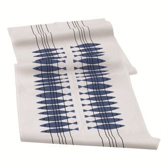 The Sill Table Runner with a charming design that fits all occasions. Combine with the other products from Sill as trays and napkins and create the perfect atmosphere for any occasion!