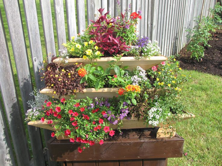 Plant Pyramid from Linda in Quebec, Canada. Beautifully planted with flowers. Great job Linda!