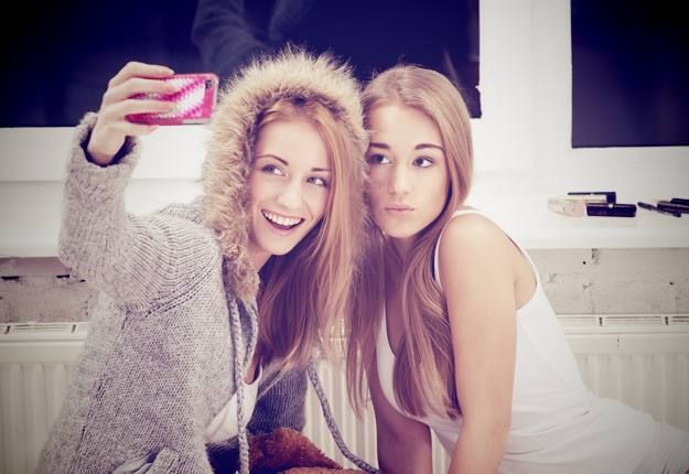 teenagers using snapchat