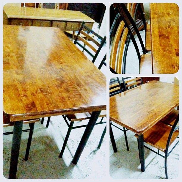 للبيع طاولة طعام خشب اربع اشخاص بحالة ممتازة السعر 30 Bd Dining Table Table Dining Chairs