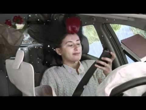 Publicité AXA - Comparateur de services d'assurance - Accident auto